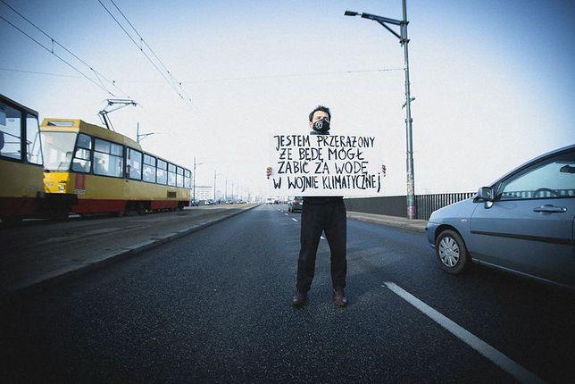 Warszawa. Aktywista zablokował rano jezdnię mostu Poniatowskiego