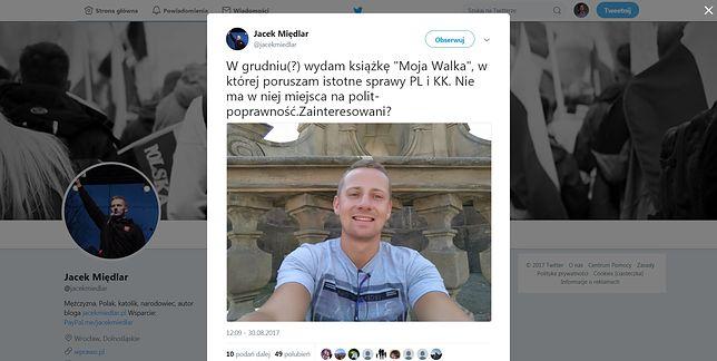 """Były ksiądz Jacek Międlar ogłosił, że pisze książkę. Ma się nazywać """"Moja Walka""""."""