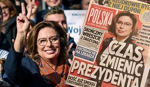 Materiały kampanijne sztabu Małgorzaty Kidawy-Błońskiej. Gazetka przypomina popularne brukowce. Fot. Getty Images/SOPA Images / Contributor