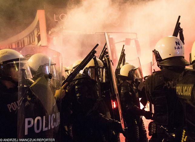 Marsz Niepodległości w ubiegłym roku. Teraz policja ma problem ze skompletowaniem ochrony.
