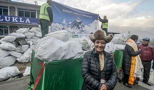 Kampania mająca na celu zniesienie 100 ton śmieci z Mount Everest