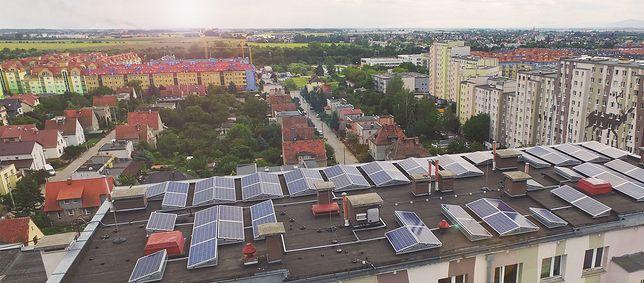 Panele słoneczne na blokach we Wrocławiu