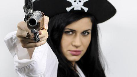 """Nastoletni """"piraci"""" płacą więcej za filmy. Czy szkoły powinny uczyć etyki pobierania?"""