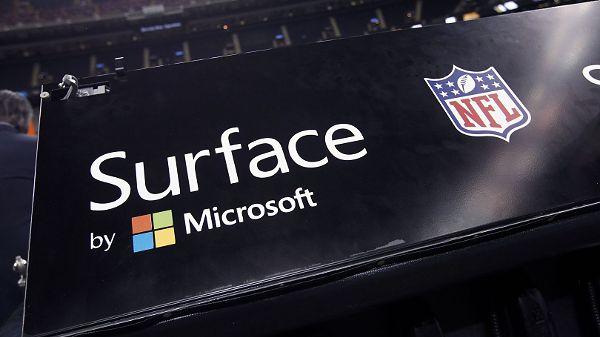 Słaby start sezonu NFL dla Microsoftu. Tablety Surface pomylone z iPadami