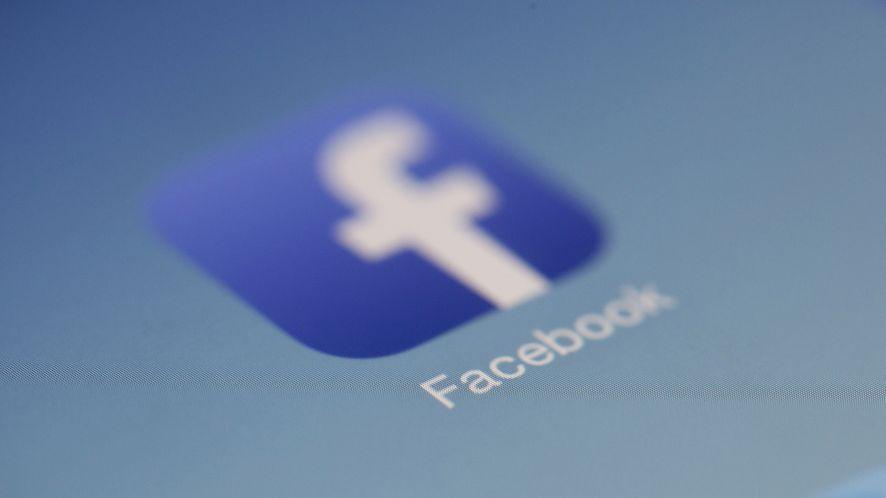 Smartfony Huawei bez preinstalowanych aplikacji Facebooka. Niby sankcja, a brzmi jak nagroda