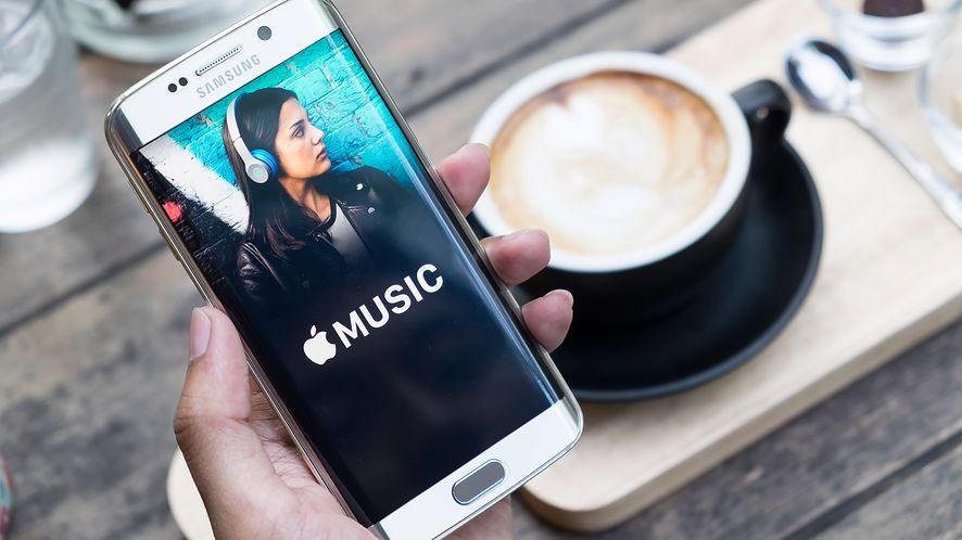Apple Music na smartfonie Samsunga z depositphotos