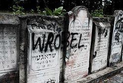 Zdewastowano 14 nagrobków na cmentarzu żydowskim