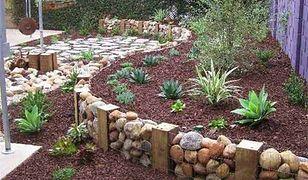 Efektowna dekoracja ogrodu z kamieni