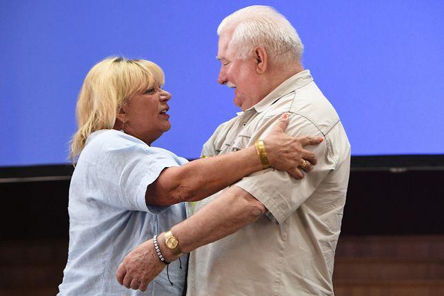 Lech Wałęsa otrzymał na konferencji gratulacje od aktorki Doroty Stalińskiej