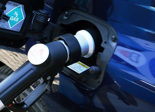 W przypadku samochodów napędzanych wodorem nie istnieje ani problem z zasięgiem, ani z bateriami