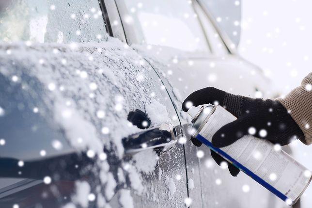 Odmrażacze pozwalają w łatwy sposób pozbyć się niechcianej warstwy lodu