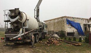 W okolicach Rytla cały czas trwa odbudowa zniszczonych domów.