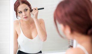 Szybkie triki urodowe to więcej czasu na makijaż i poranną kawę