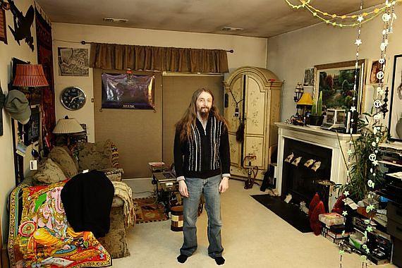Kris Kaspersky w swoim mieszkaniu w Reston.