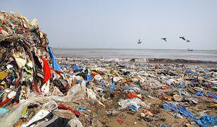 Polska stała się wysypiskiem plastikowych śmieci z Wielkiej Brytanii.