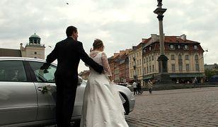 Z danych GUS wynika, że w pierwszym półroczu na ślubnym kobiercu stanęło 66,5 tys. par.