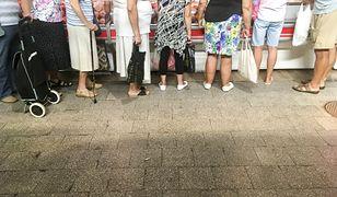 W ciągu dekady wypłaty dla seniorów wzrosły o 600 zł. I tak dziś emerytów stać na mniej.