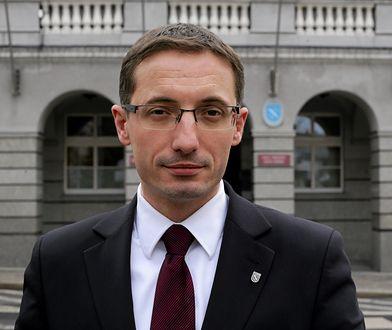 """Prezydent Rybnika Piotr Kuczera odmówił badania alkomatem. """"Biorę to na klatę"""""""