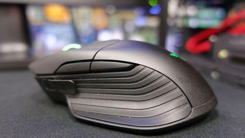 Razer Basilisk, wygodna myszka z optycznym sensorem 5G dla fanów FPSów