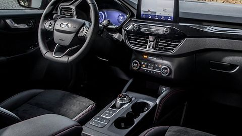 Ford Kuga Hybrid – prezentacja: Niezwykle udany napęd hybrydowy i sterowanie aplikacją