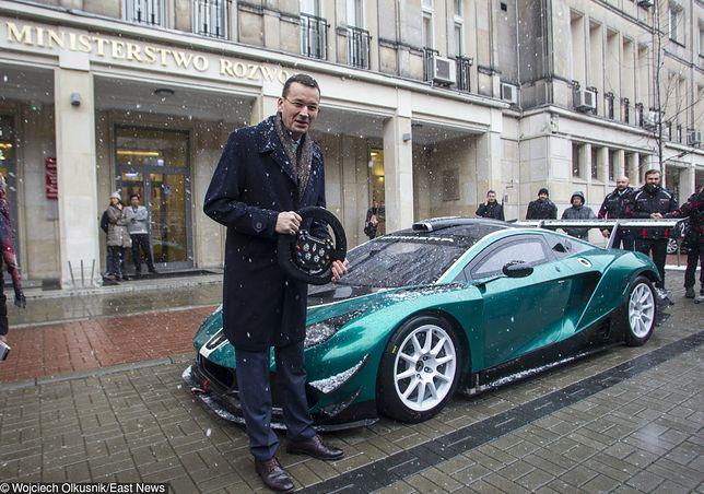 Nowy premier chce zrobić z Polski motoryzacyjną potęgę. Sam nie ma auta