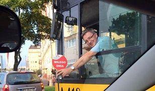 """Wesoły Kierowca zaprasza na wspólną podróż autobusem. """"Udostępnił swój grafik w internecie"""""""