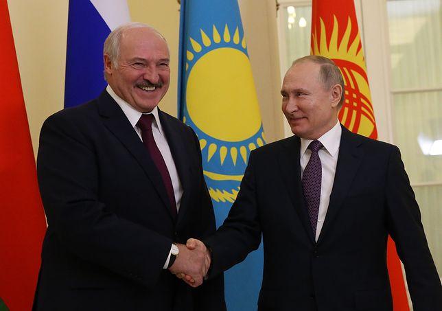 Łukaszenka chwali się, że na Białoruś trafi ogromna ilość uzbrojenia. Zapowiada integrację z Rosją