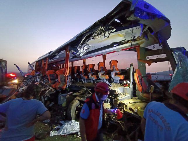 Turcja. Tragiczny wypadek autobusu. Ofiary i dziesiątki rannych