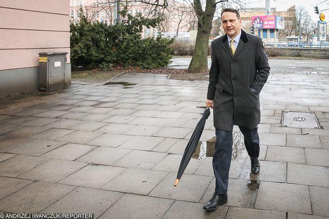 Radosław Sikorski (KE) wygrał w swoim okręgu z Kosmą Złotowskim (PiS)