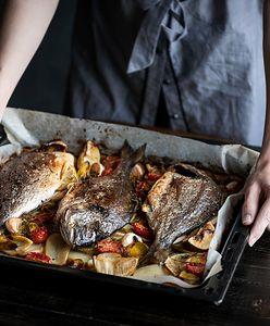 Ryba, bigos, czosnek. Jak szybko pozbyć się brzydkich zapachów po gotowaniu?