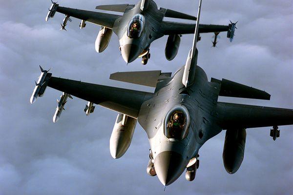 USA i ich sojusznicy rozpoczęli ataki na pozycje Państwa Islamskiego w Syrii