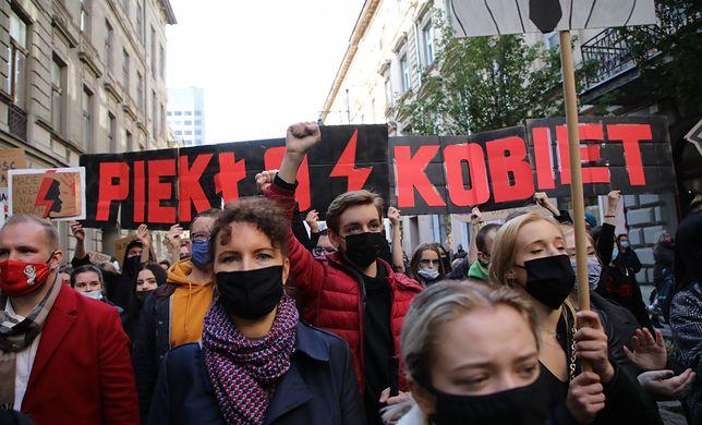 Protesty maja miejsce w całej Polsce. Tysiące ludzi wyszły na ulice dużych i małych miast