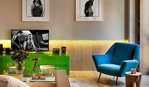 W salonie fotel gra główną rolę, spełniając nie tylko funkcje użytkowe, ale także stając się ozdobą pomieszczenia.