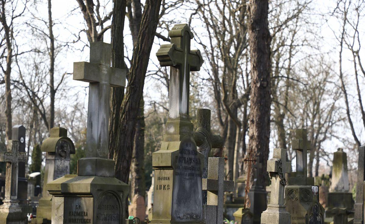 Koronawirus w Warszawie. Cmentarze w stolicy zamknięte dla odwiedzających