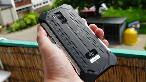 Hammer Iron 3 LTE — wytrzymały, ulepszony średniak do 700 zł