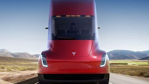Elon Musk: ciężarówka Tesli będzie miała zasięg prawie 1000 km
