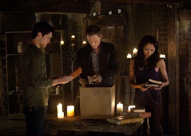 Pamiętniki wampirów sezon 2, odcinek 21: Słońce też wschodzi (The Sun Also Rises)
