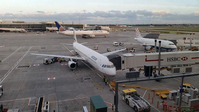Przerwa w lotach na Heathrow. Podejrzany pakunek na kontroli bagażowej