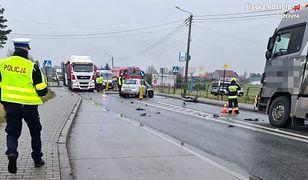 Śląsk. Śmiertelny wypadek. Kierowca fiata nie przeżył zderzenia z ciężarówką