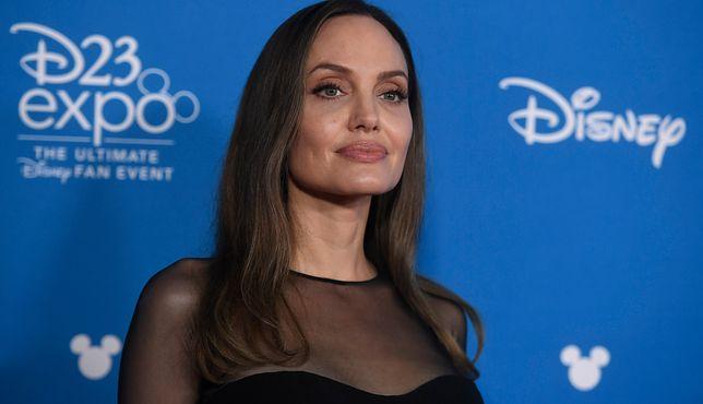 Angelina Jolie pomaga dzieciom
