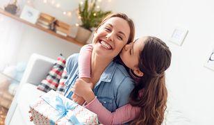 Dzień Matki 2019 – prezenty. Z okazji nadchodzącego Dnia Matki przygotowaliśmy listę pomysłów na prezenty, które przypadną do gustu każdej mamie