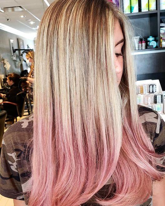 Różowy balejaż to opcja dla pań, które lubią zaskakiwać stylizacją.
