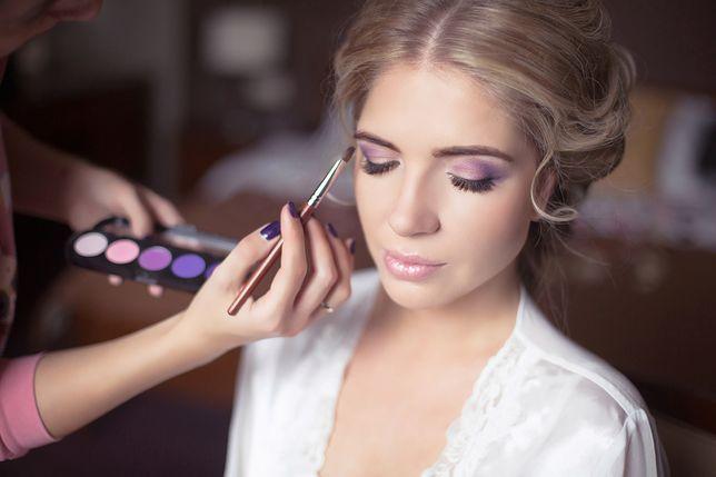 Kolor liliowy - nowy trend w stylizacji włosów, paznokci i makijażu