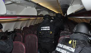 Akcja służb na lotnisku w Poznaniu-Ławicy. 22-letni Polak awanturował się w samolocie