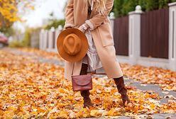 Kobiece płaszcze na jesień 2021 – przegląd najmodniejszych damskich modeli na ten sezon