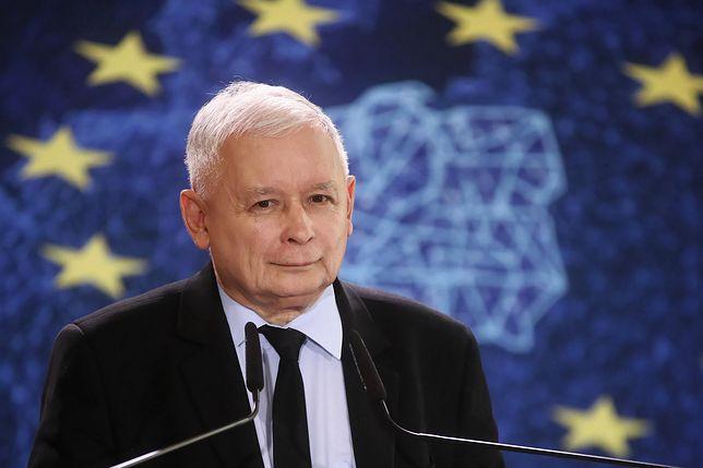 Niemiecka prasa zwraca uwagę na rozdźwięk między słowami prezesa PiS i prymasa Polski