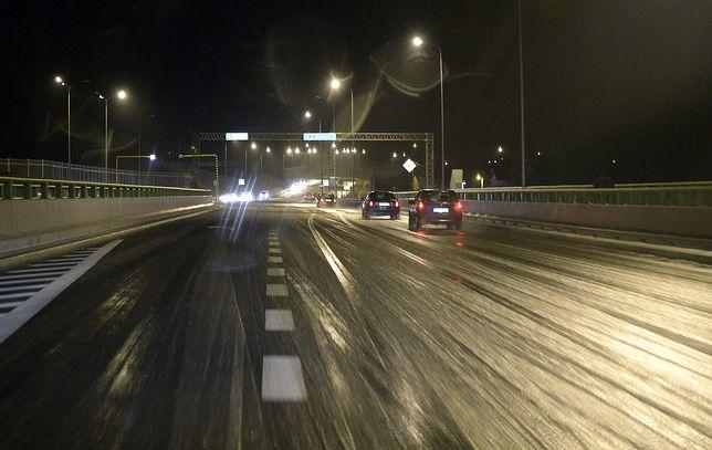 Marznący deszcz spowoduje niebezpieczną gołoledź na drogach i chodnikach