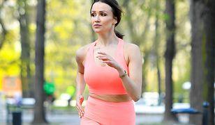 Sylwia Madeńska trenuje w parku. Chwali się sylwetką