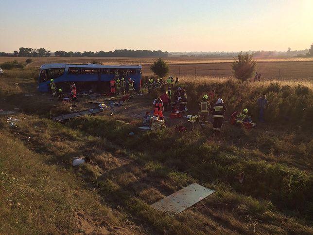 Wypadek autokaru z dziećmi na A1. Są ranni, trwa akcja ratunkowa