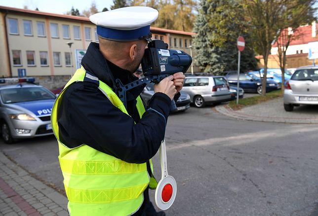 12 policjantów oskarżonych. Zarzuty przyjmowania łapówek i pobicia Czecha